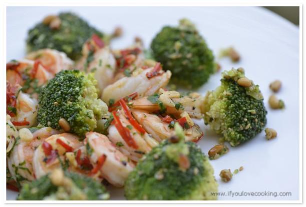 Creveti cu usturoi, broccoli si seminte de pin_1