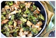 Pui cu brocolii si ciuperci