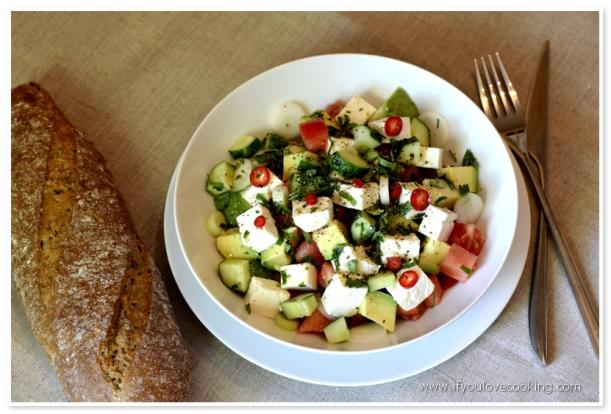 Salat de rosii cu avocado si feta