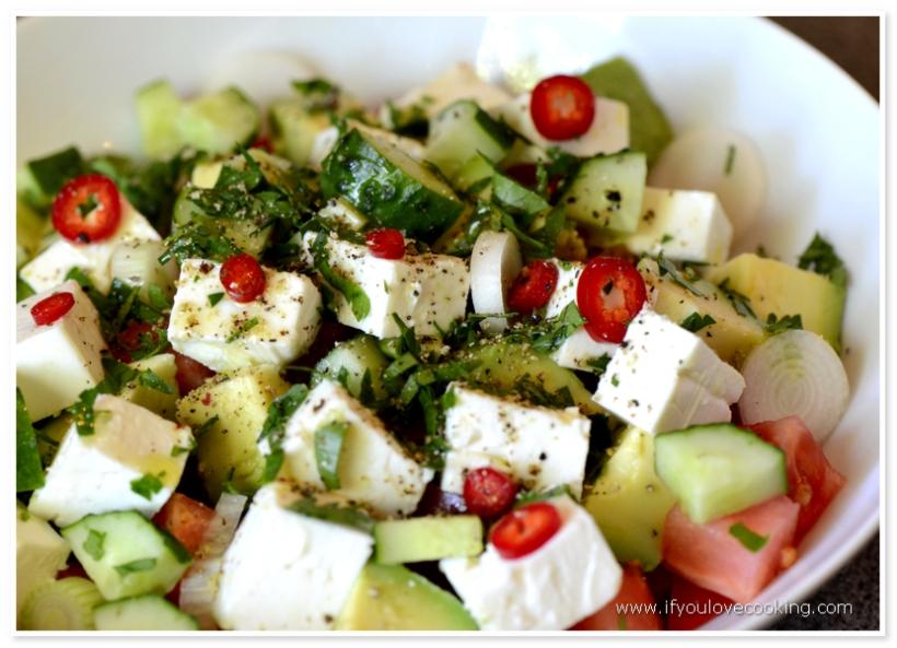 Salat de rosii cu avocado si feta_2