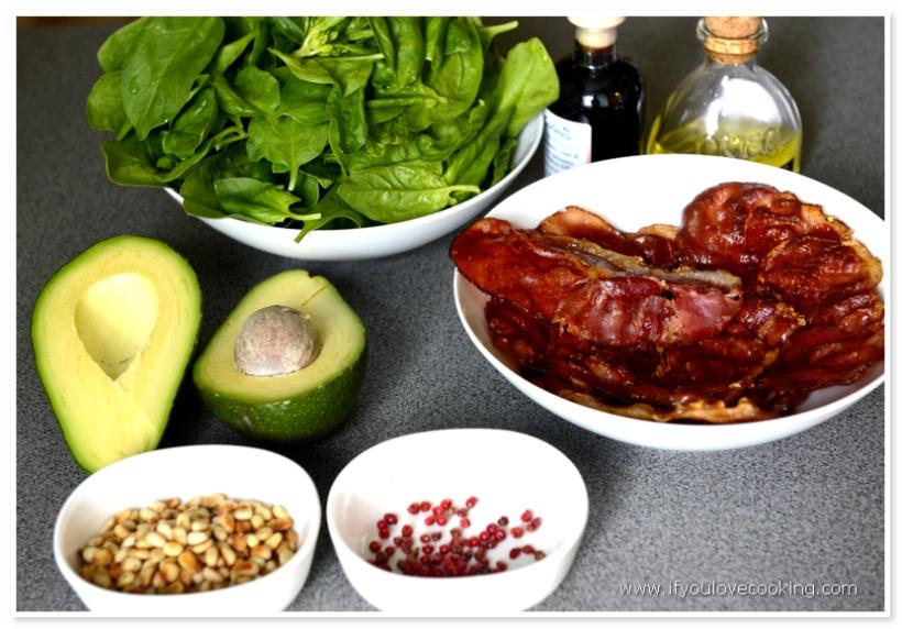 Salata de avocado, pancetta si spanac_1